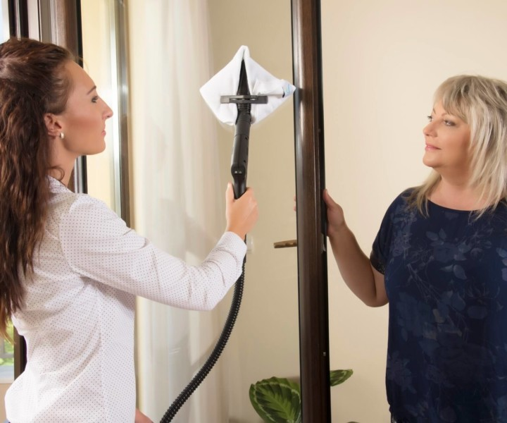Prezentacja czyszczenia luster urządzeniem parowym EV