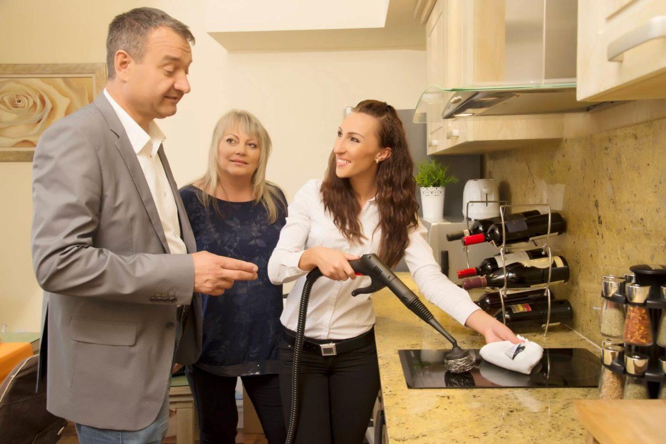 prezentacja czyszczenia kuchenki indukcyjnej urządzeniem parowym EV